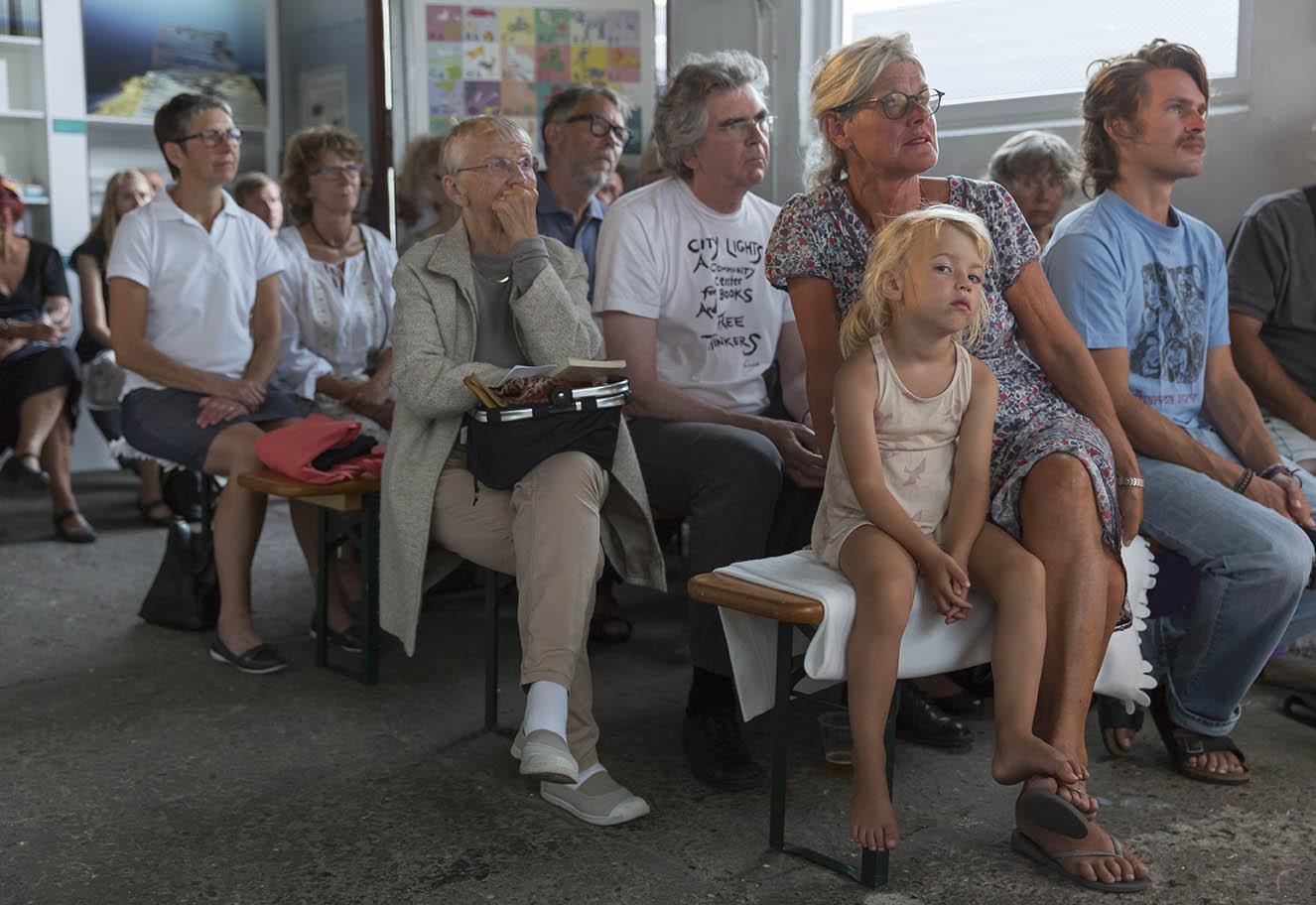 Publikum til Læsø Litteraturfestival 2014. Foto: Lars Gundersen