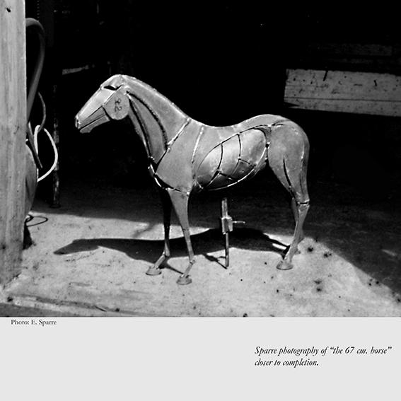 Stor hest, ca. 60 x 35 cm. Big horse sculpture.